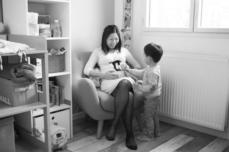 séance grossesse lifestyle fauteuil