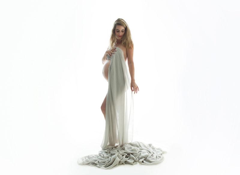 photo femme enceinte long voilage épuré
