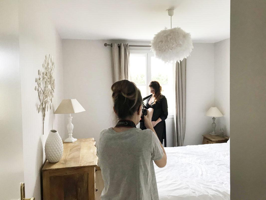 photo des coulisses d'une seance photo grossesse à domicile 91
